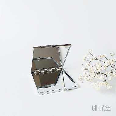 Подарък за кумата - компактно огледало за нея за подарък в Gifty.BG